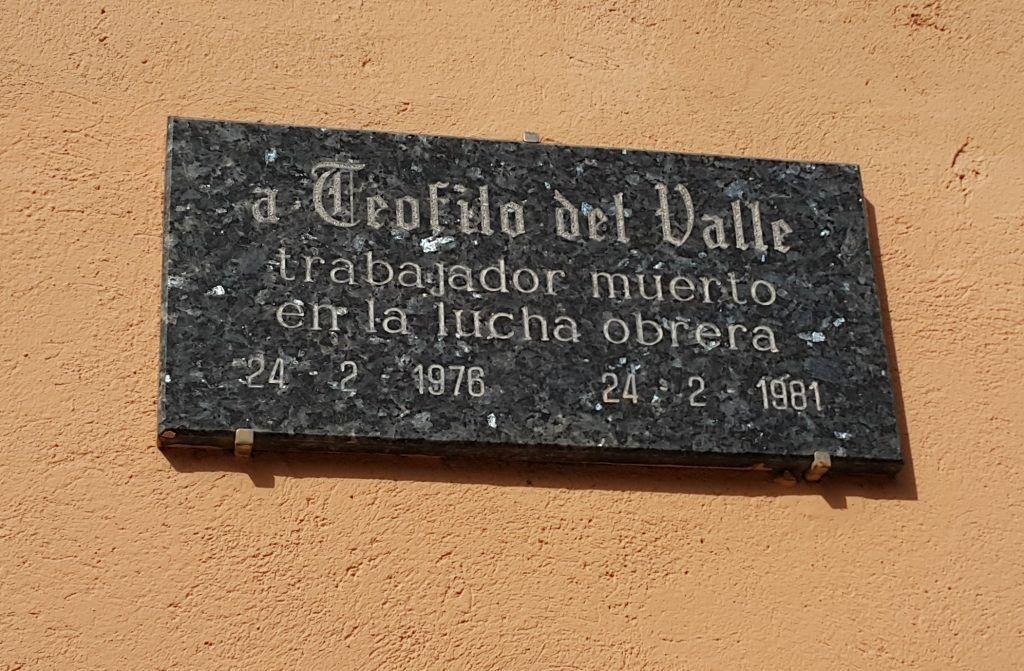 Placa de Teófilo del Valle en el cementerio de Elda