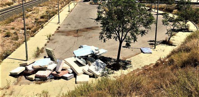 Noticias Elda - Identificado el responsable del abandono de más de 100 colchones