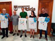 El alcalde de Elda y el pregonero de las Fiestas Mayores reciben su camiseta y pañuelo