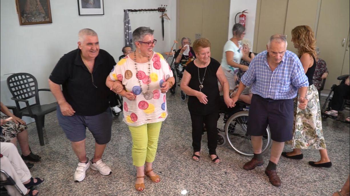 Maribel Galvañ durante una sesión de biodanza - La Molineta