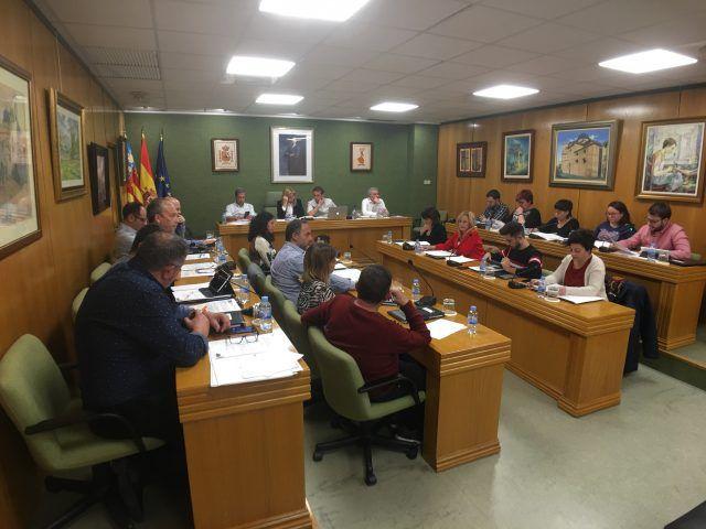 Pleno condenando las amenazas al profesor del IES Azorín