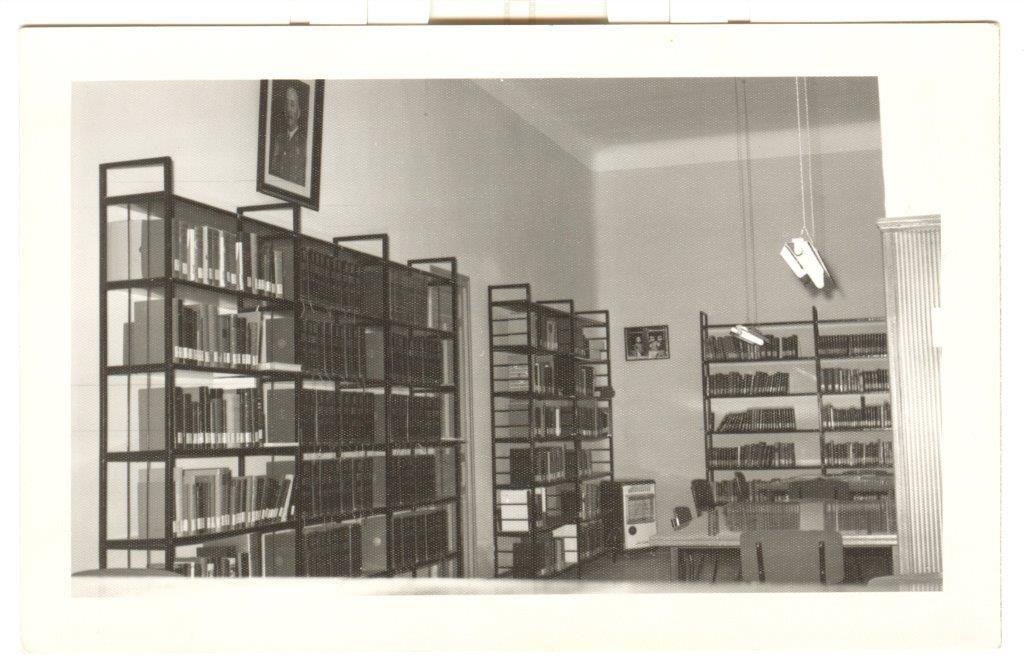 Vista de la biblioteca pública municipal inaugurada el año anterior. Septiembre de 1965. Foto Lázaro.