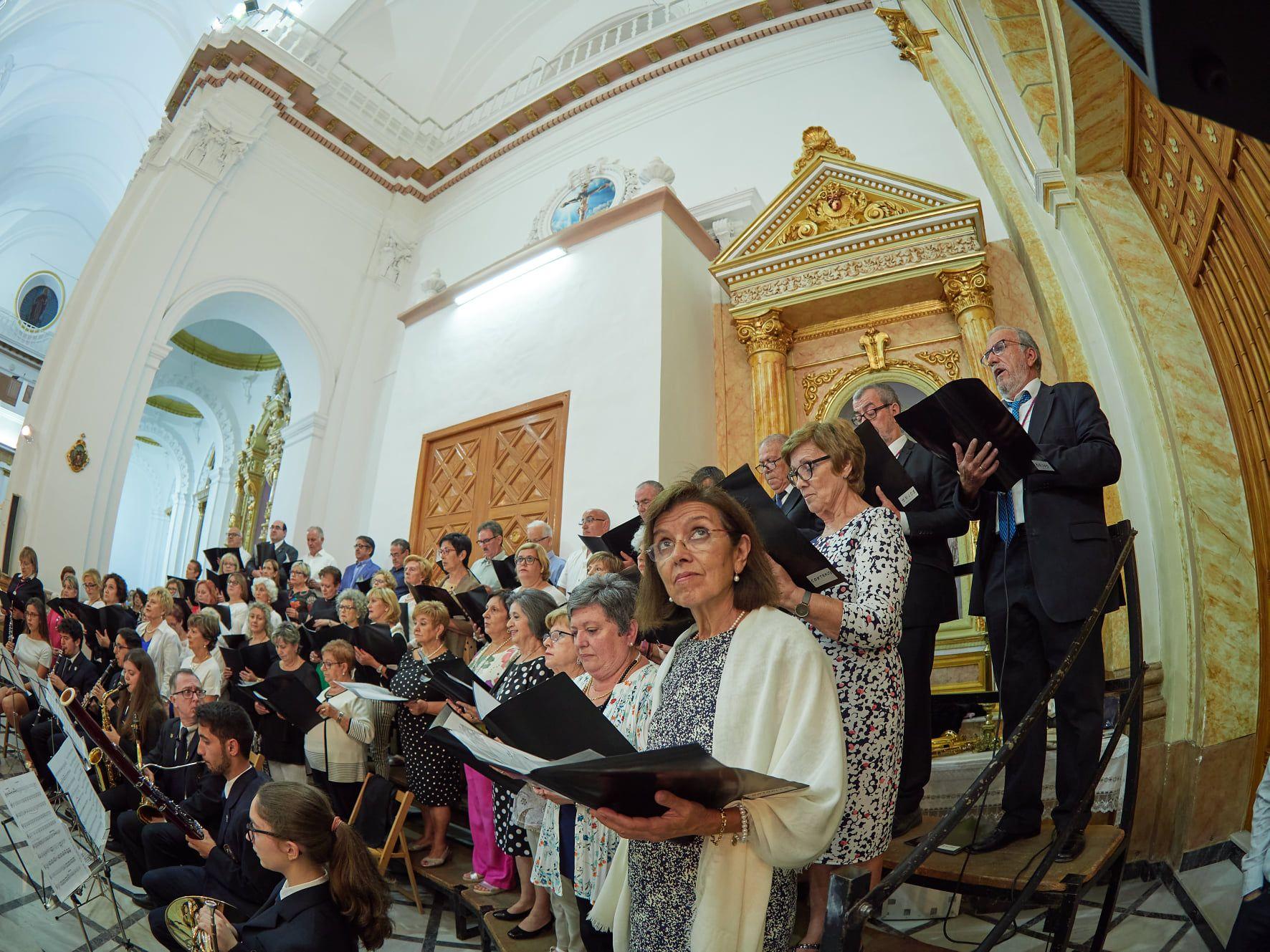 La Coral durante la misa en honor a la patrona. Foto: Vicent Olmos Navarro