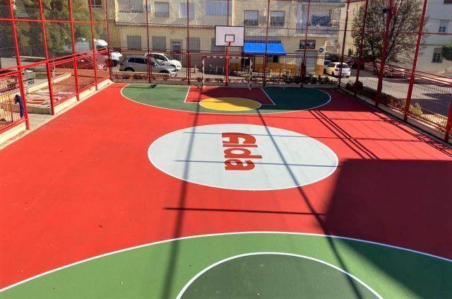 Pista multideportiva urbana situada en la calle Plutón de Elda