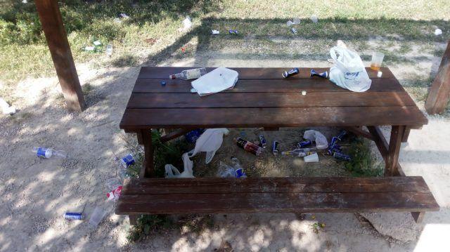 La Policía Local de Petrer anuncia más vigilancia en áreas recreativas y diversos puntos de la población tras detectarse un incremento de botellones y suciedad