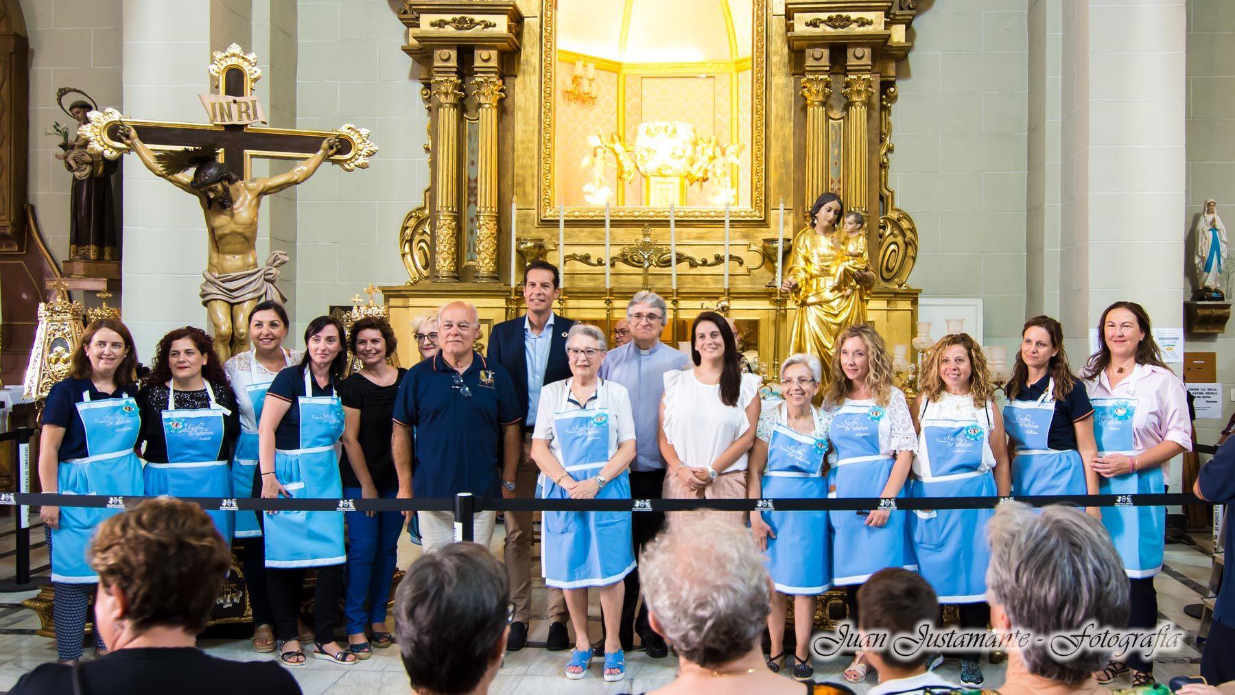 """""""las camareras"""" de la Virgen de la Salud"""