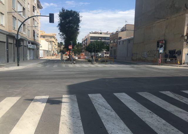 Obras de la glorieta en la intersección de las avenidas de Elda y Felipe V en Petrer